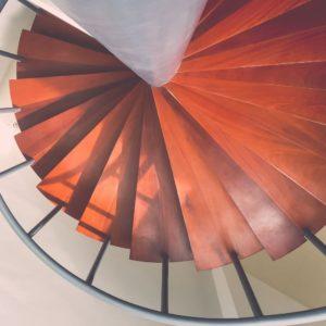 Escalera de madera pino rojo